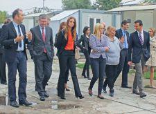 EU Komesar za zapošljavanje, socijalna pitanja i inkluziju u poseti porodicama u naselju Makiš 1